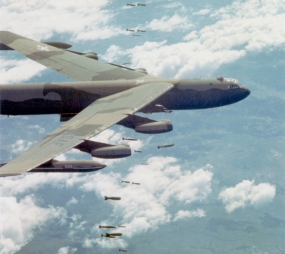 B-52D_dropping_bombs_over_Vietnam
